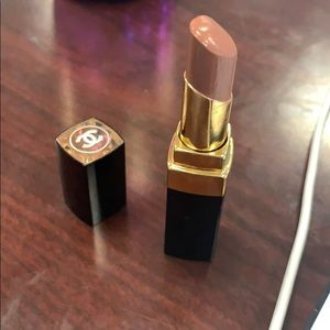 Chanel rouge coco flash in chicness.